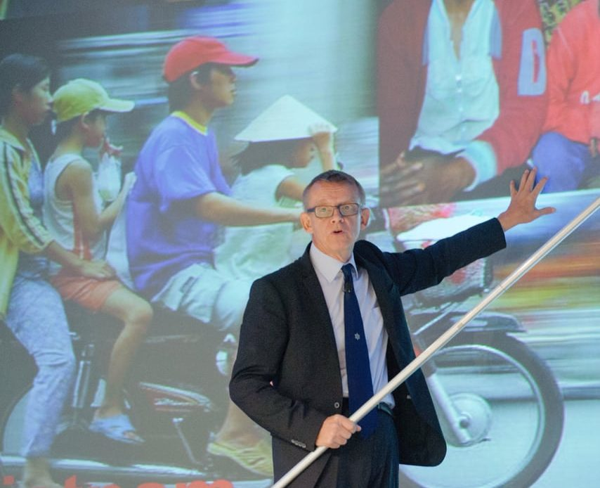 Hans Rosling Explains Overpopulation And Climate Change